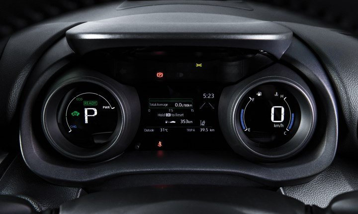 Toyota-yaris-cross-hybrid-digital-speedometer.jpg